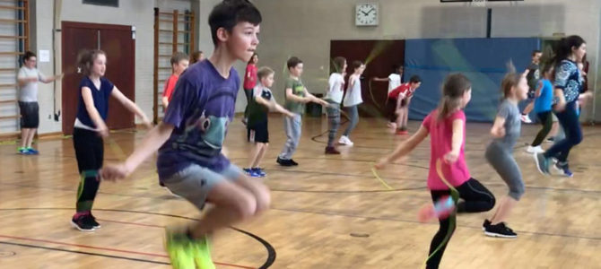 Herz-Vorsorge, die Schulkindern Spaß macht